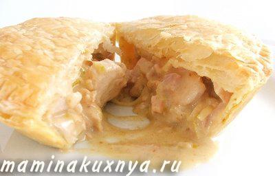 Пирог с курицей из слоеного теста