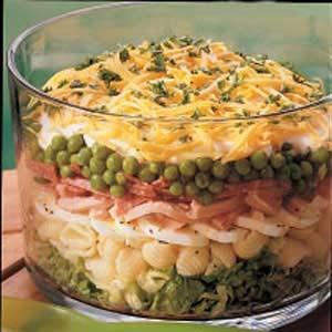 Салат с горошком и макаронами