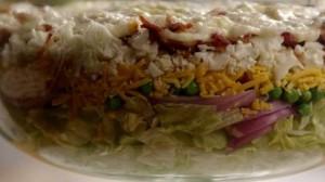 Семислойный салат с беконом